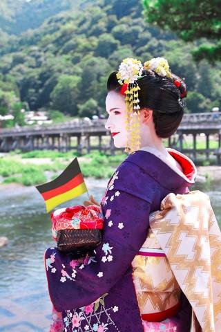 Japan Platz 2:  Tessa-Karina Tews -   Eine deutsche Geisha in Kyotos Arashimaya.
